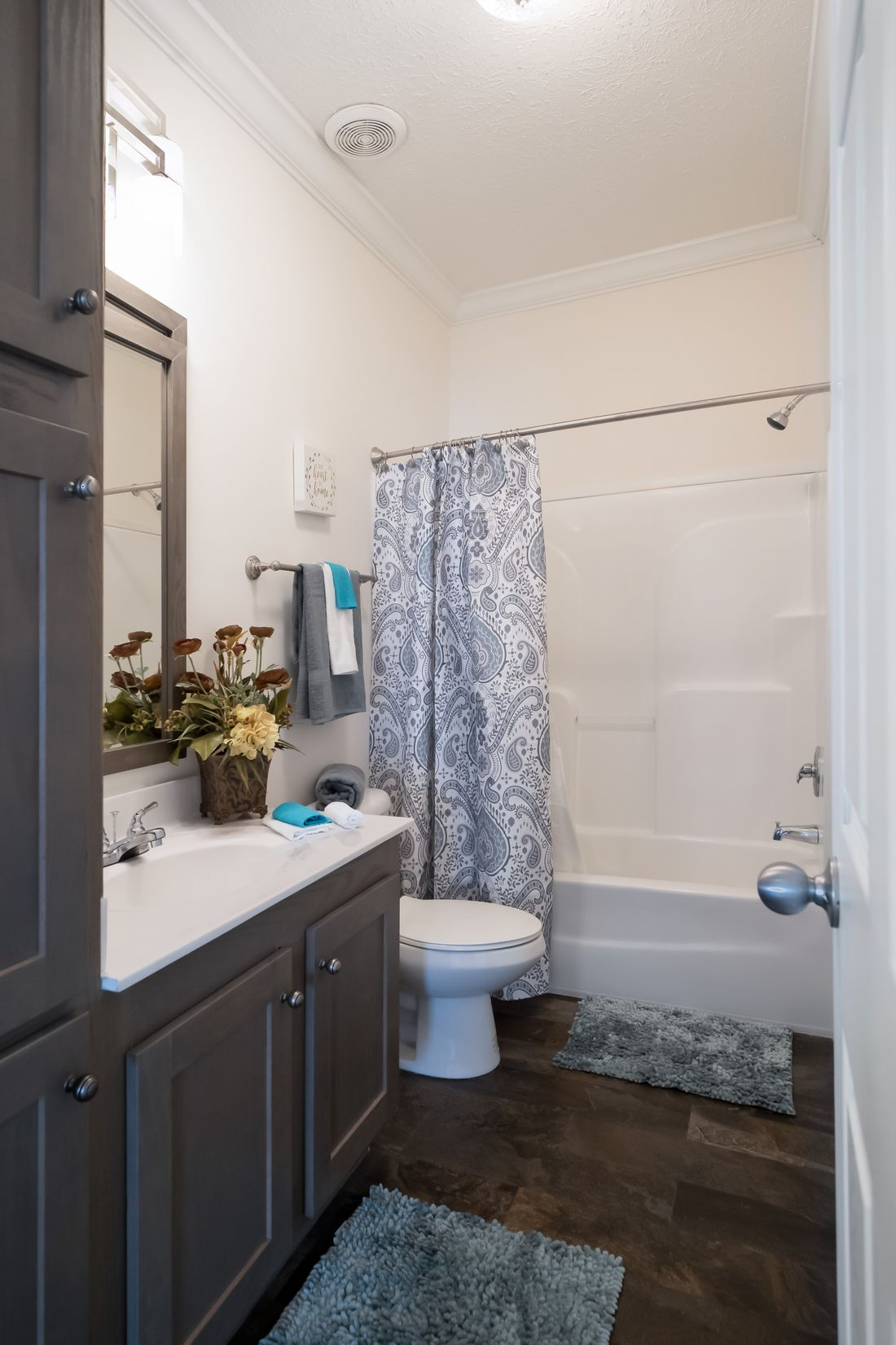 The 2097 HERITAGE Guest Bathroom. This Manufactured Mobile Home features 4 bedrooms and 2 baths.